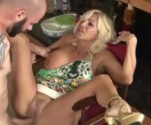 Crazy Holiday Nude fodendo a loira safada – Video porno Crazy Holiday Nude