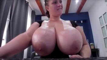 Mega Peitudas tiazona mandando ver com seus peitos na telinha