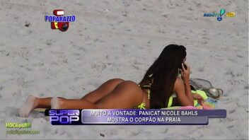 Nicole Bahls Nua mostrando a bunda gostosa na praia