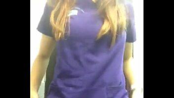 Siririca No Trabalho e mostrando os peitos enormes